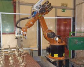 Robotska celica za prelaganje - Avtomatizacija - Robotehnika d.o.o. - Konstruiranje strojev in naprav